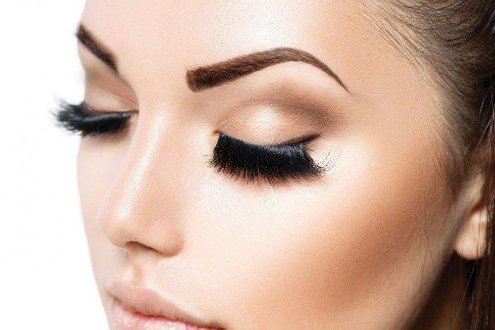 Окрашивание бровей в салоне: больше яркости волоскам и коже