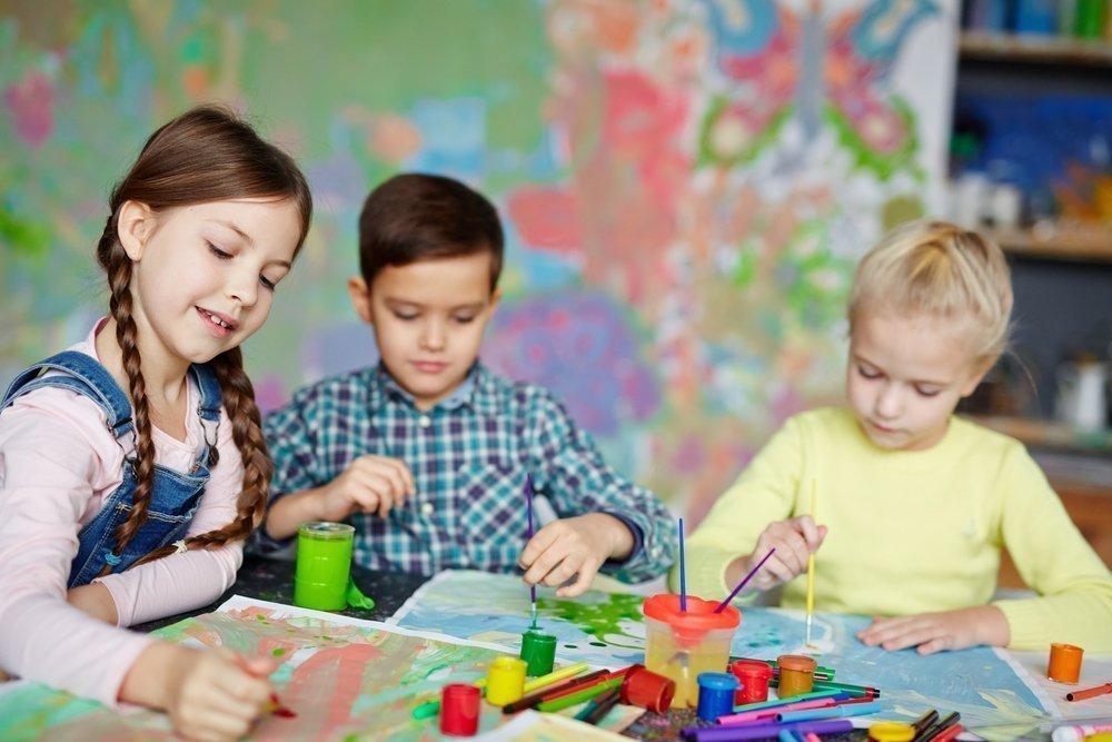 Чем занимаются дети в детских кружках и секциях: физические упражнения, творчество, иностранные языки