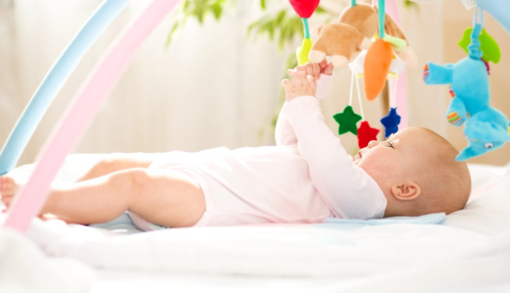 Малышу 4 месяца: физическое развитие в этом возрасте