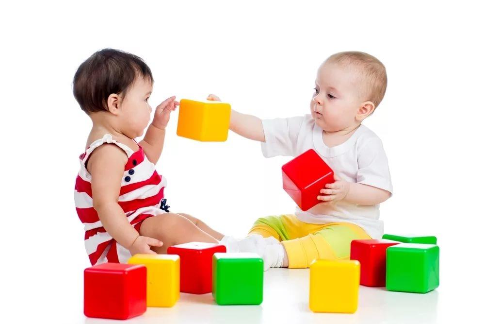 Выбираем интересные игрушки для ребенка от 6-ти до 9-ти месяцев