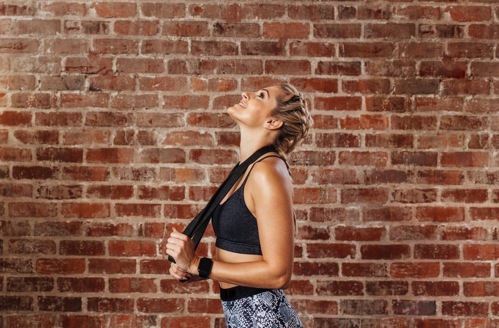 Уменьшение болей в области шеи и другая польза ЛФК при остеохондрозе