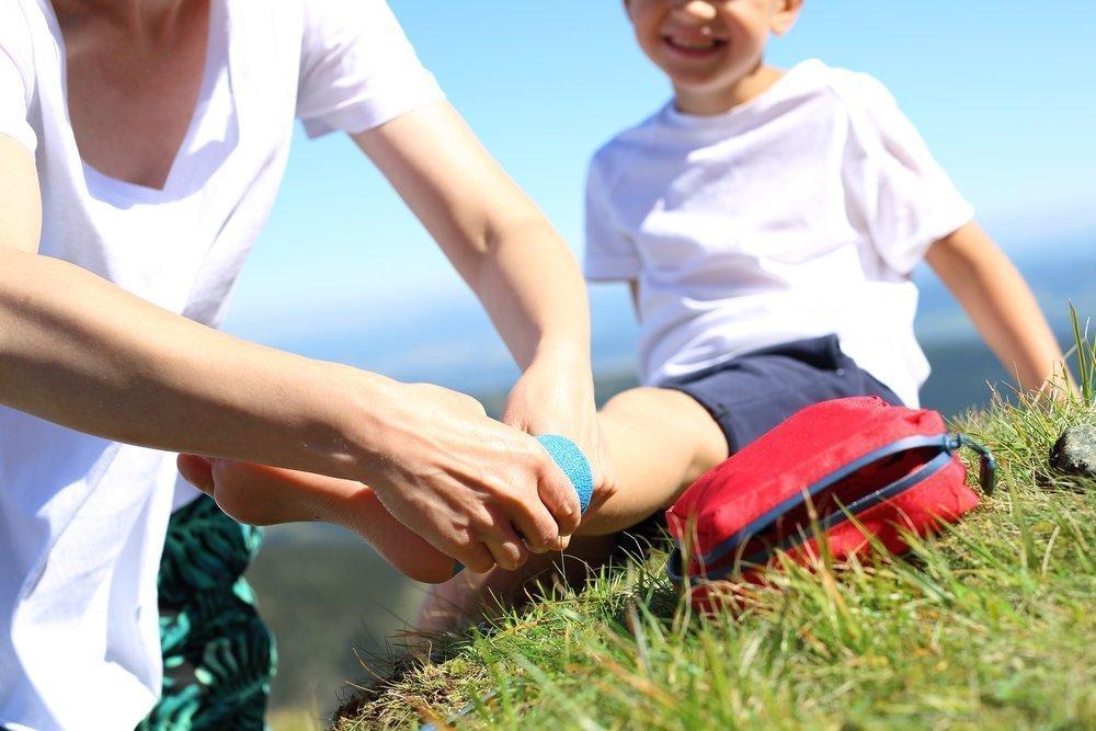 Аптечка для детей на даче: медикаменты и дополнительные средства