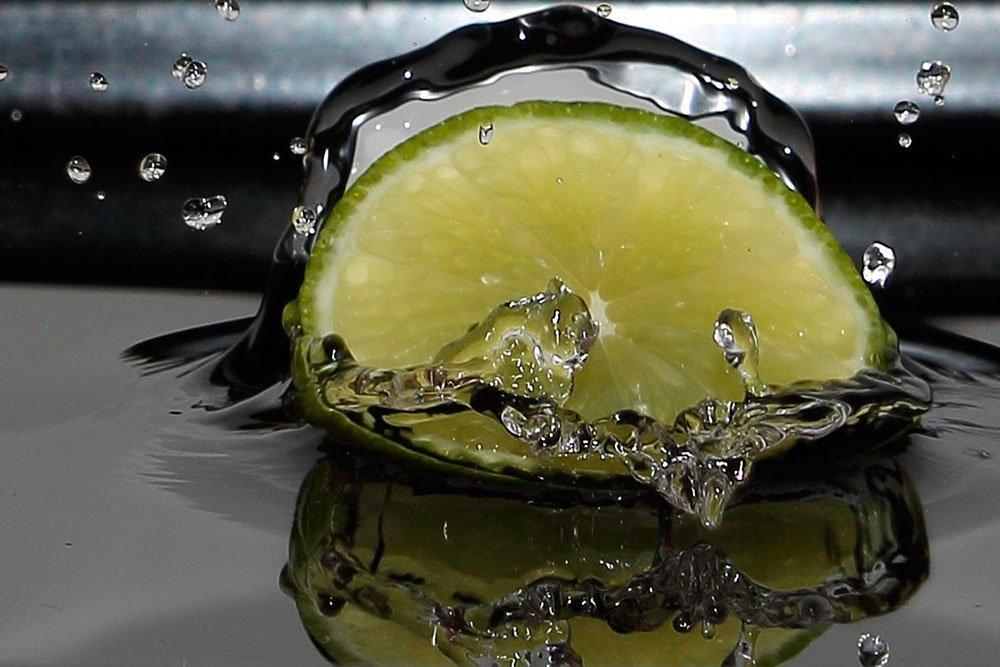 Замените утренний кофе водой с лимоном для увлажнения