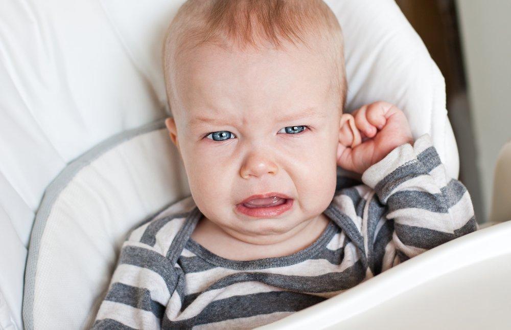 Общие симптомы отита у детей грудного возраста и старше