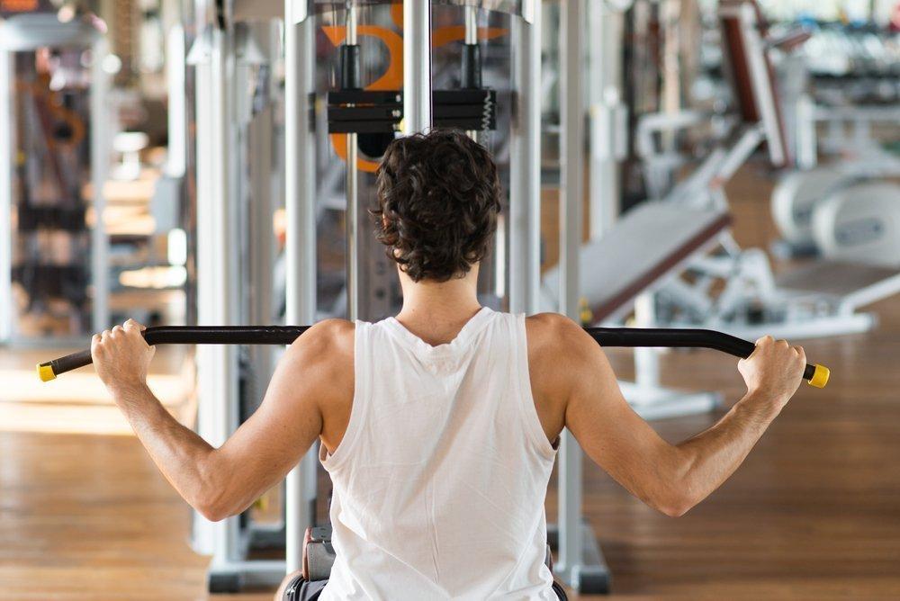 Базовое занятие фитнесом в тренажерном зале