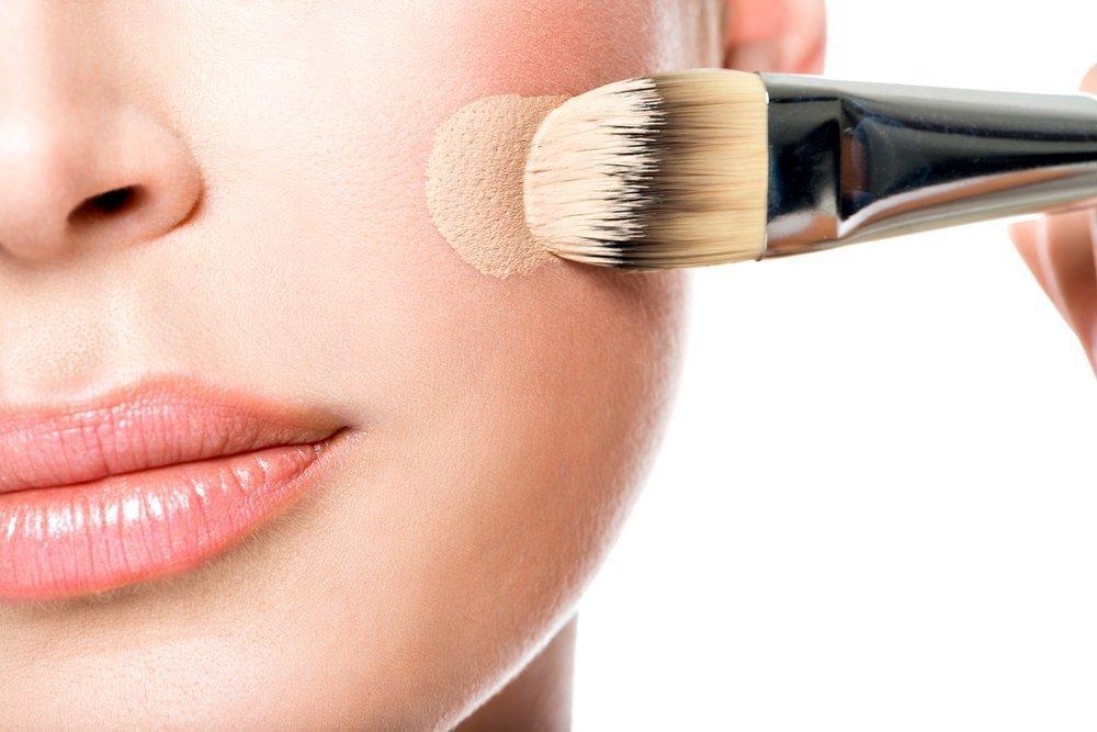 Масло на лицо при нанесении макияжа