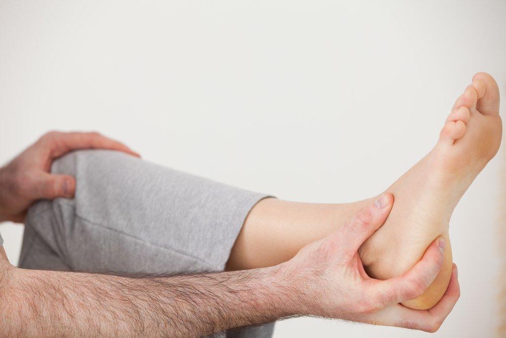 Боль в стопе — один из основных симптомов