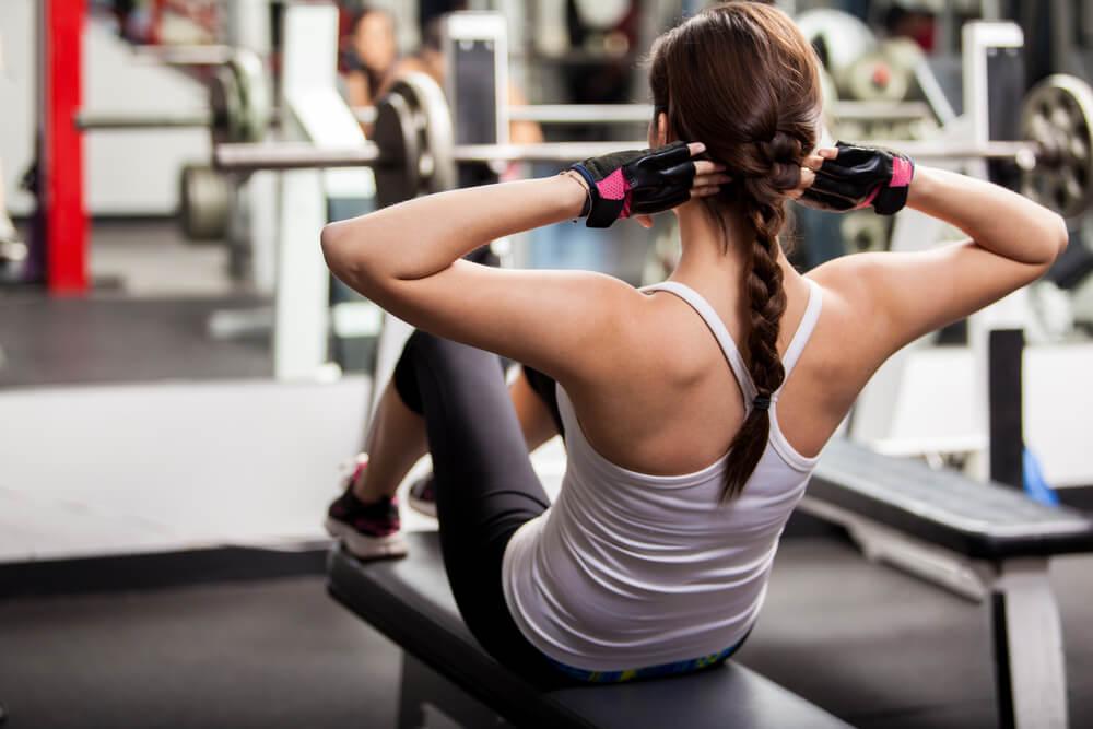 Распространенные ошибки при работе с мышцами пресса