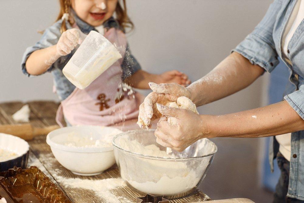 Кулич и творожная пасха — что можно доверить ребенку?