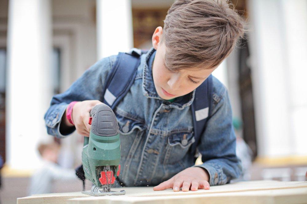 Важная веха в развитии ребенка: привычка к труду