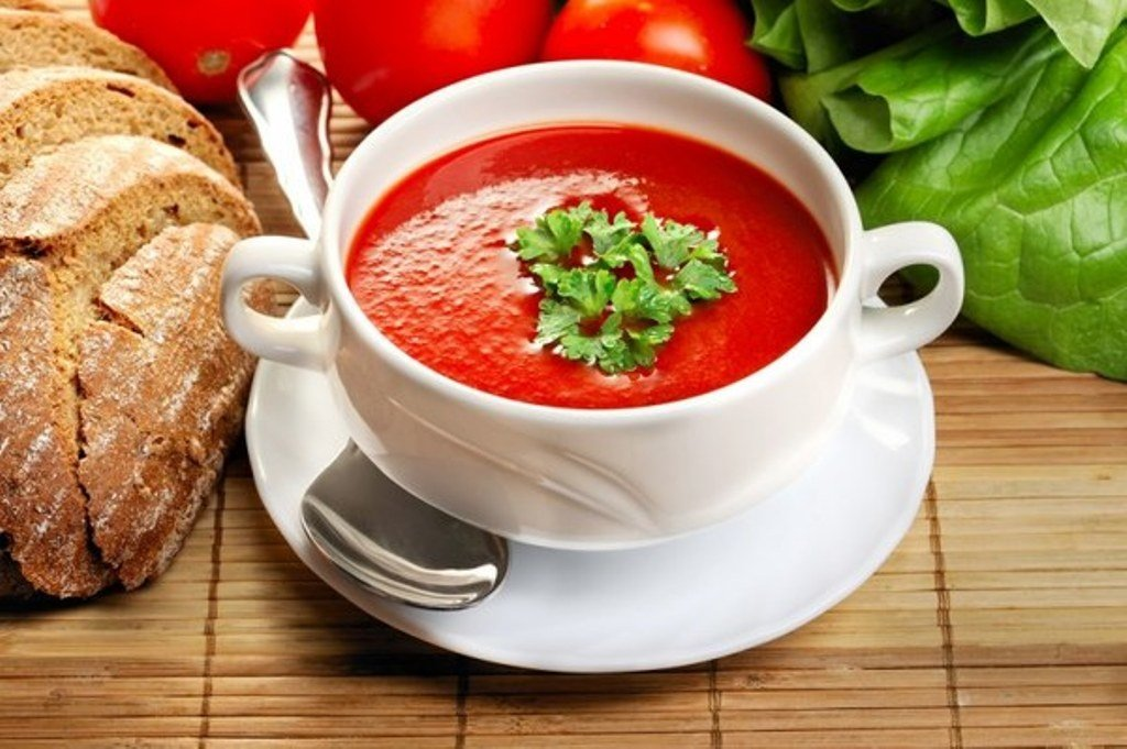 Холодный томатный суп Источник: yandex.net