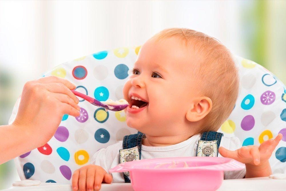 Питание ребенка до твердой пищи