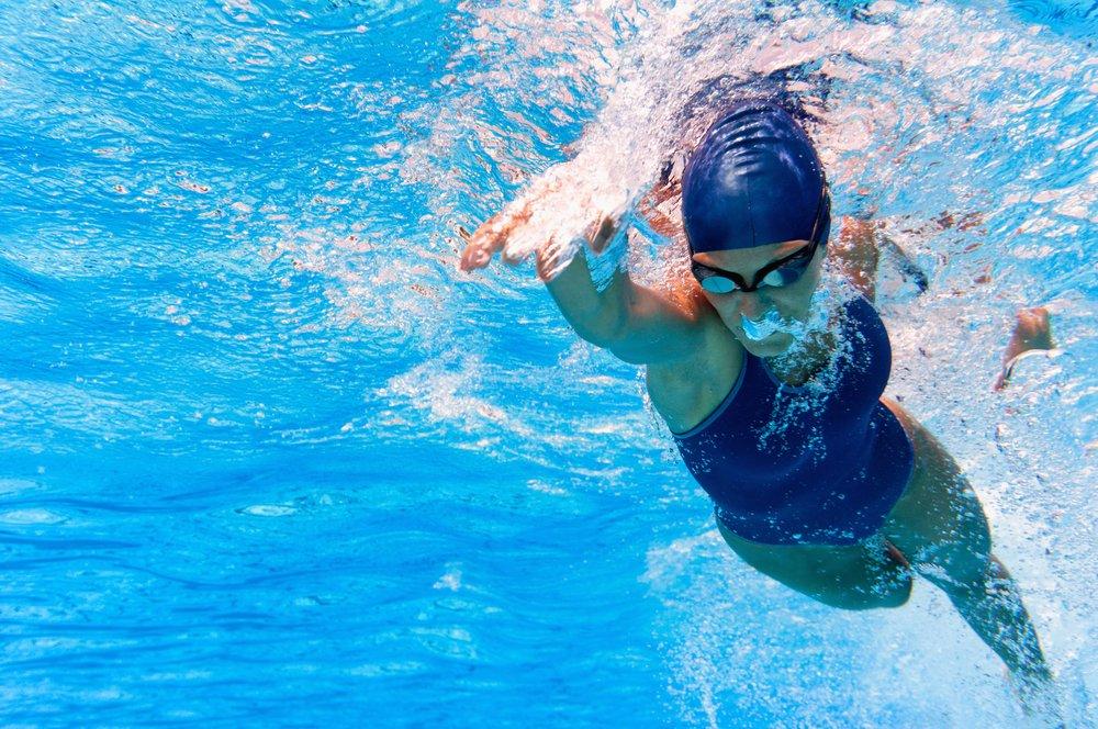 Достоинства плавательного фитнеса