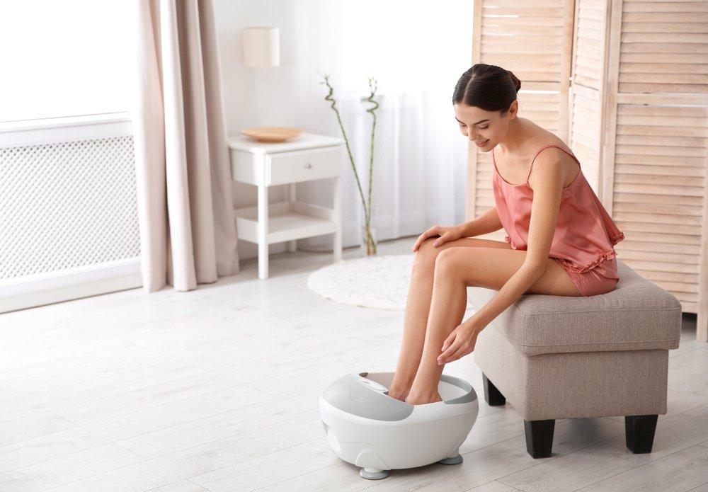 Уход за ногами с помощью ванночек