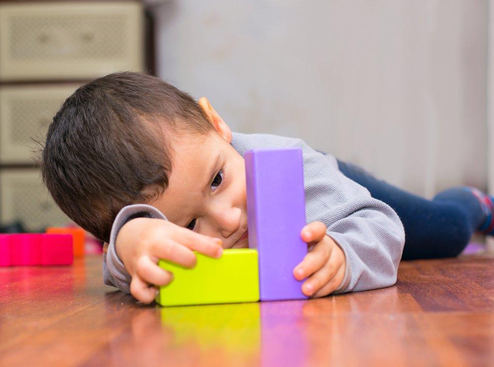 Почему появляется аутизм у детей?