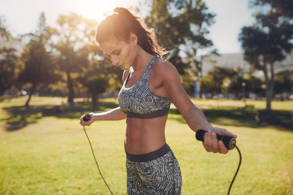 Физические упражнения с компактными тренажерами