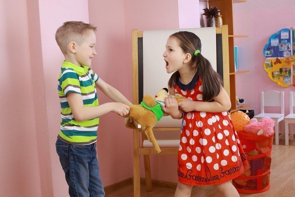 Что делать, если дети ссорятся из-за игрушек?