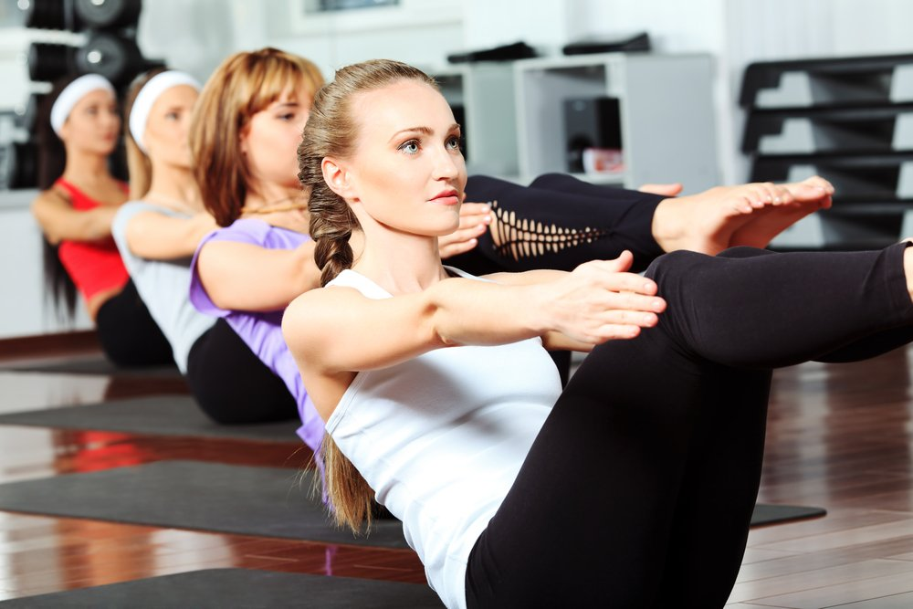 Фитнес-упражнения для мускулатуры нижнего пресса в спортивном зале