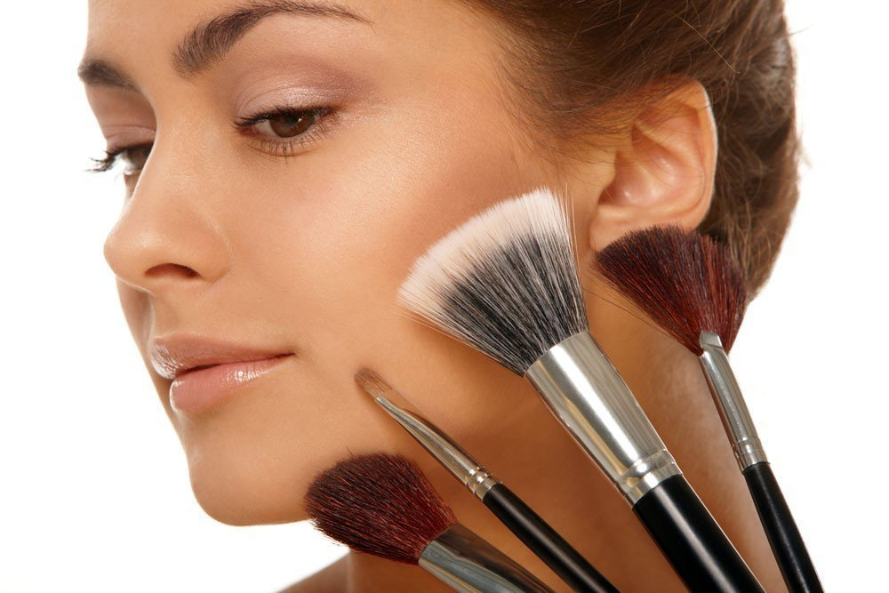 Использование грязных кистей для макияжа лица