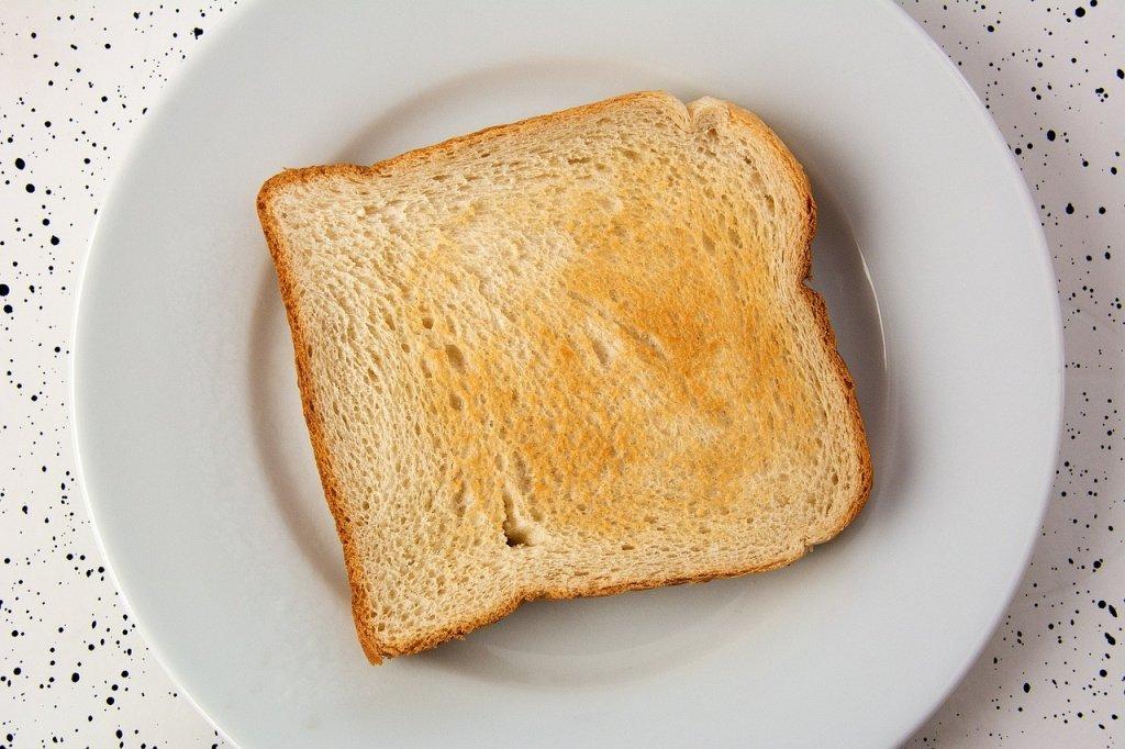 Миф 5: Для сидящих на диете черный хлеб полезнее белого