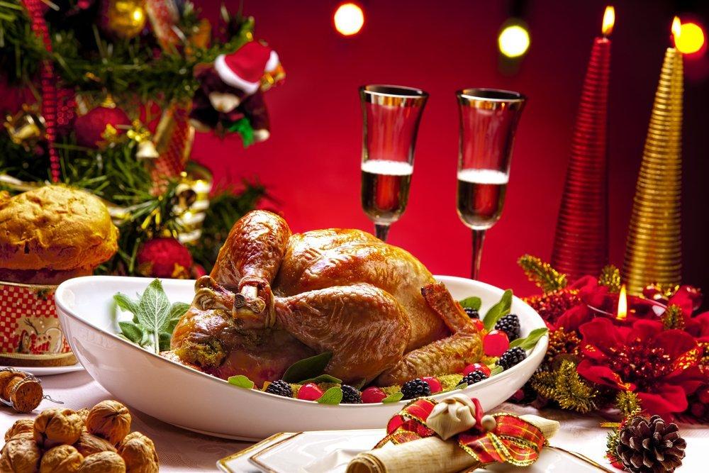 берут картинка праздничного ужина пробует устроиться