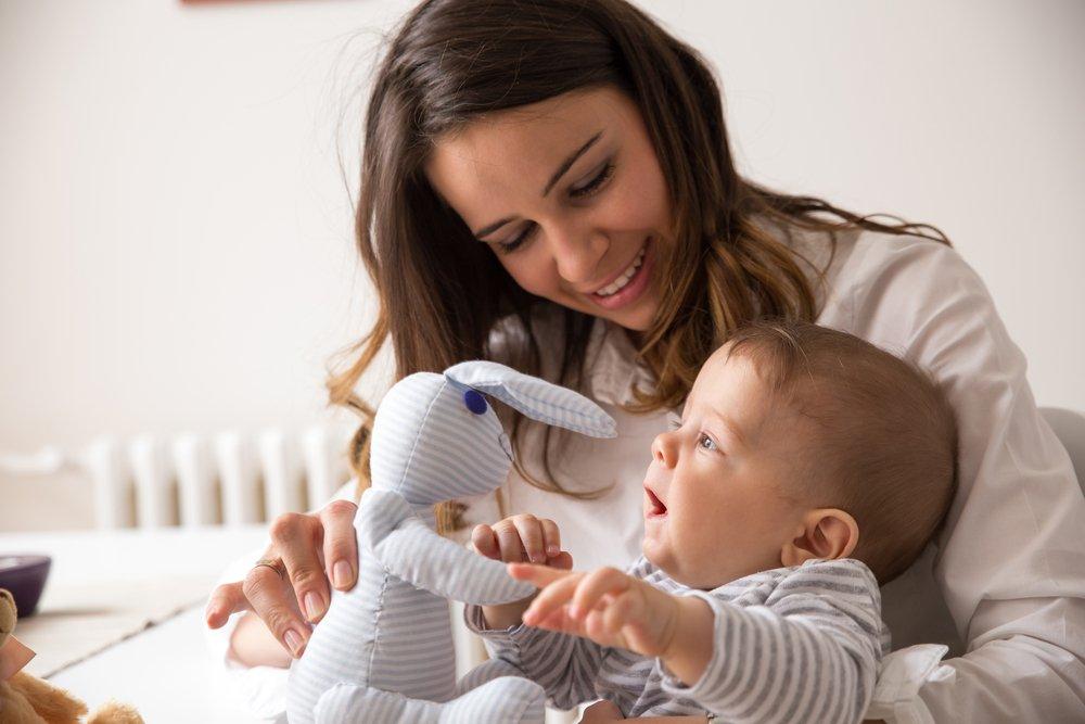 Нельзя прерывать общение с ребенком