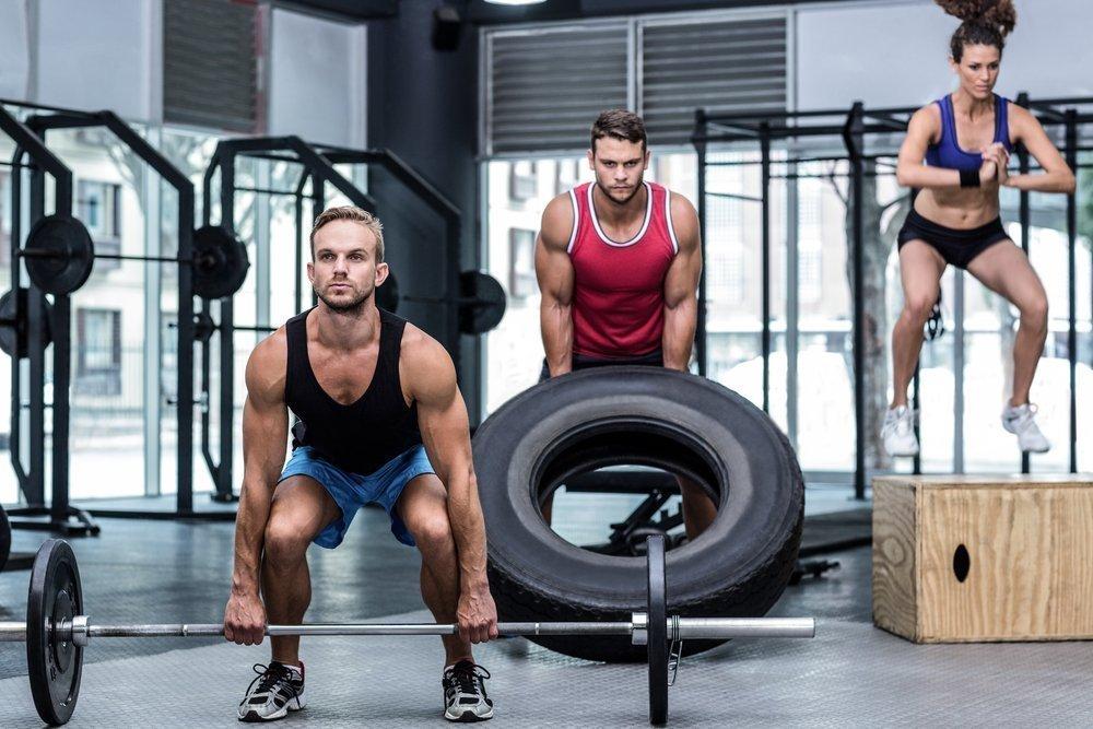 Фитнес-упражнения для кроссфит-тренировок в тренажерном зале
