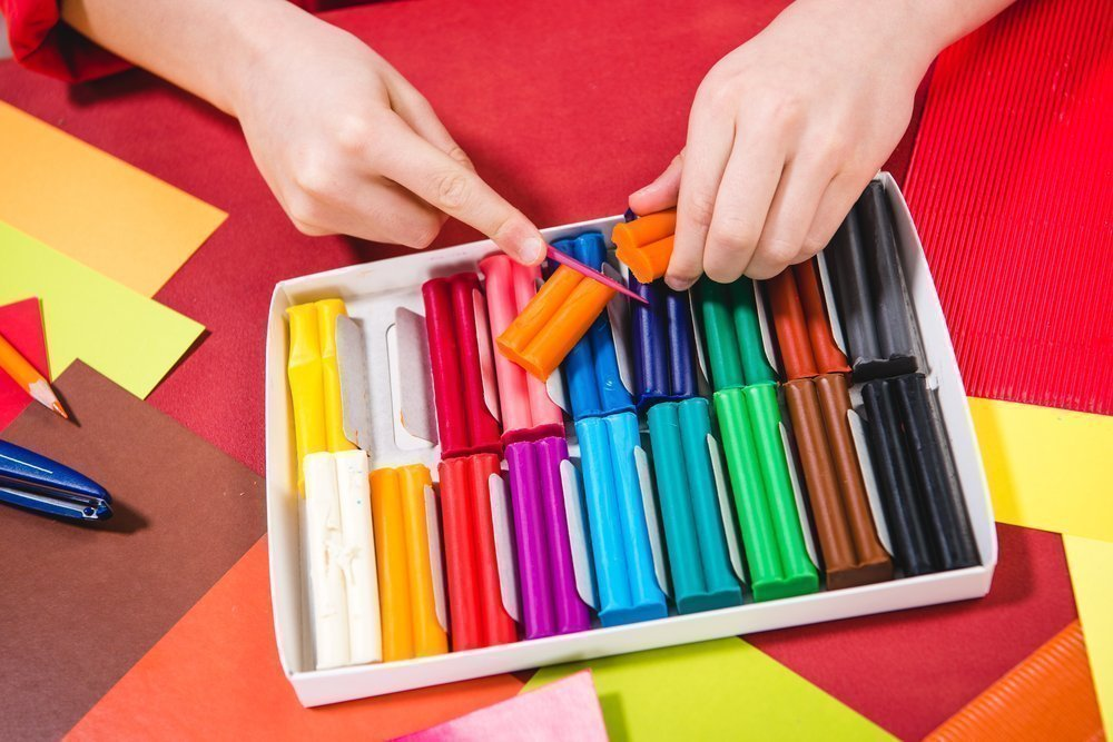 Некоторые материалы для лепки, популярные среди малышей