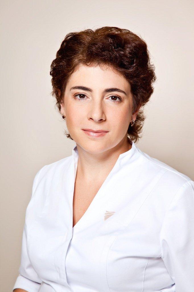 Лариса Сафонова, к.м.н., заведующая отделением трихологии клиники антиэйджинг медицины «Пятый элемент».jpg