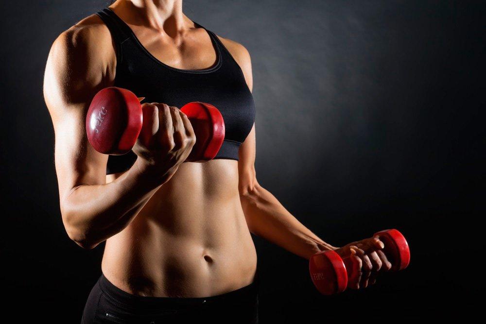 Женский фитнес с гантелями: вредно или полезно?