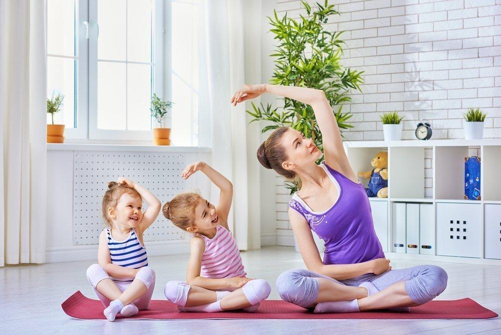 Важно научить малышей дышать правильно на зарядке