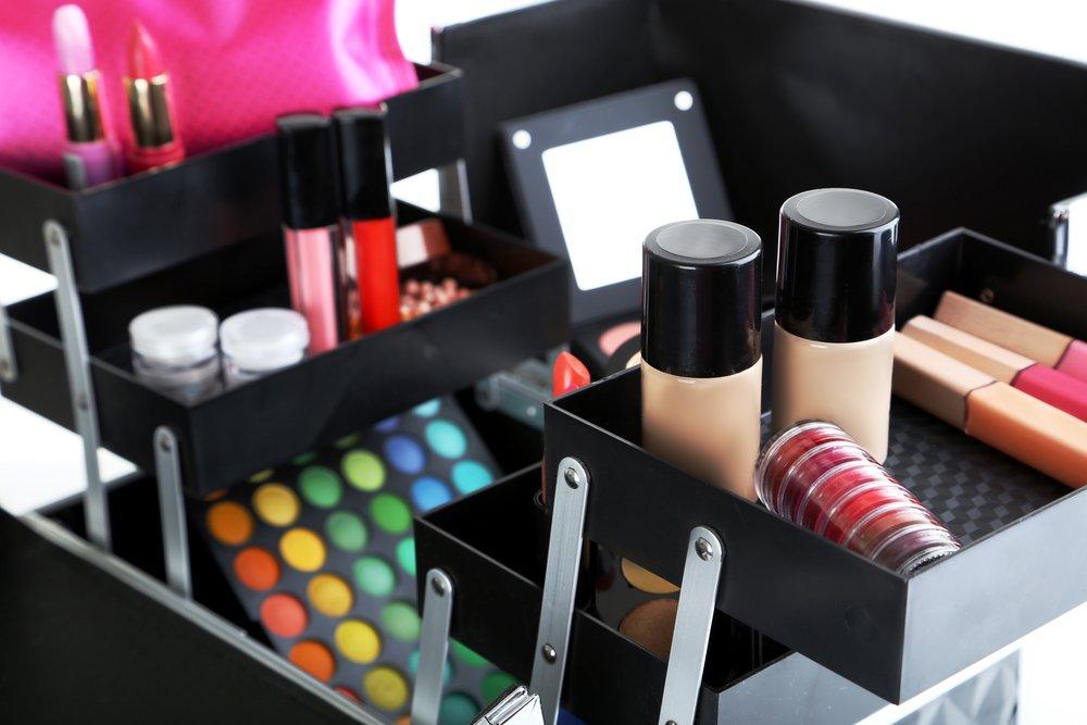 Сортируйте декоративную косметику по типу
