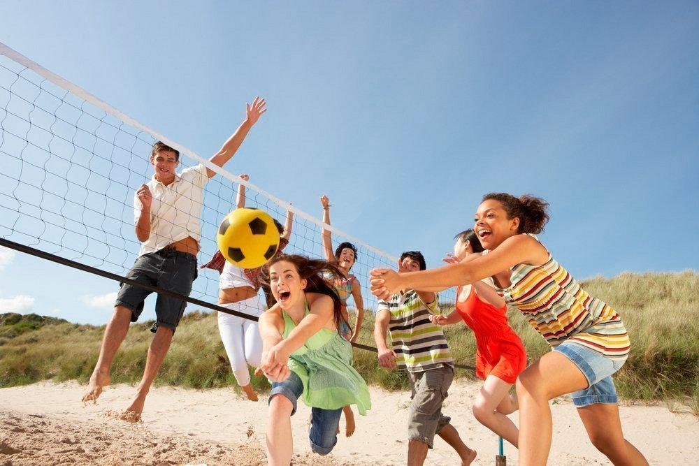 Пляжный футбол и волейбол