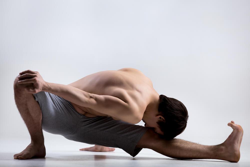 Какие упражнения йоги полезны для мужчин