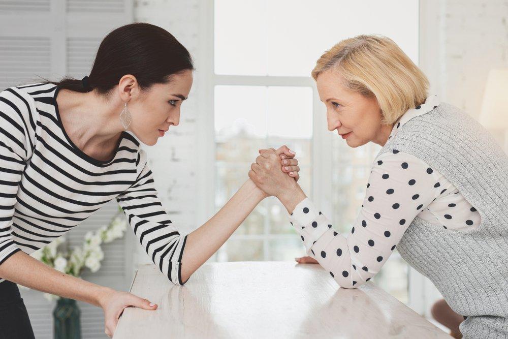 Как обойти острые углы в общении с матерью мужа?