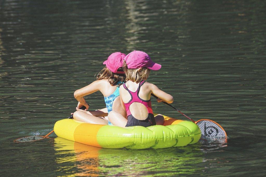 Дети и развлечения в воде: опасность водоемов