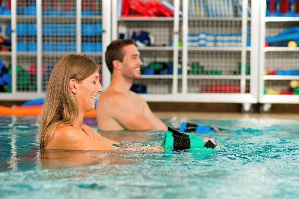 Упражнения для оздоровления суставов в воде