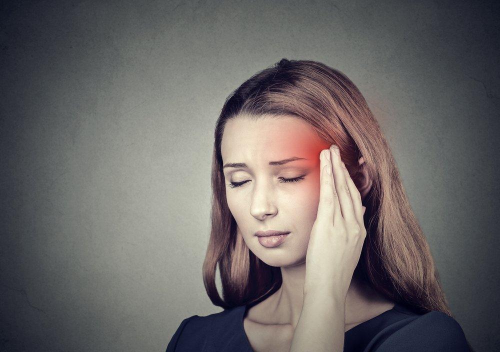 При мигрени болит половина головы