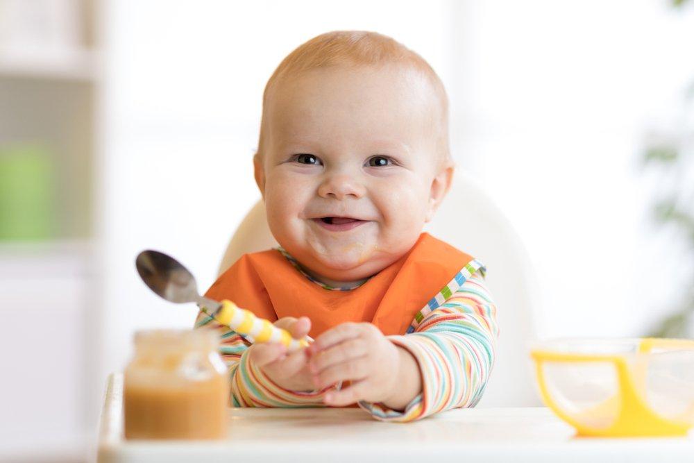 С какого возраста стоит знакомить ребенка с этикетом за столом?