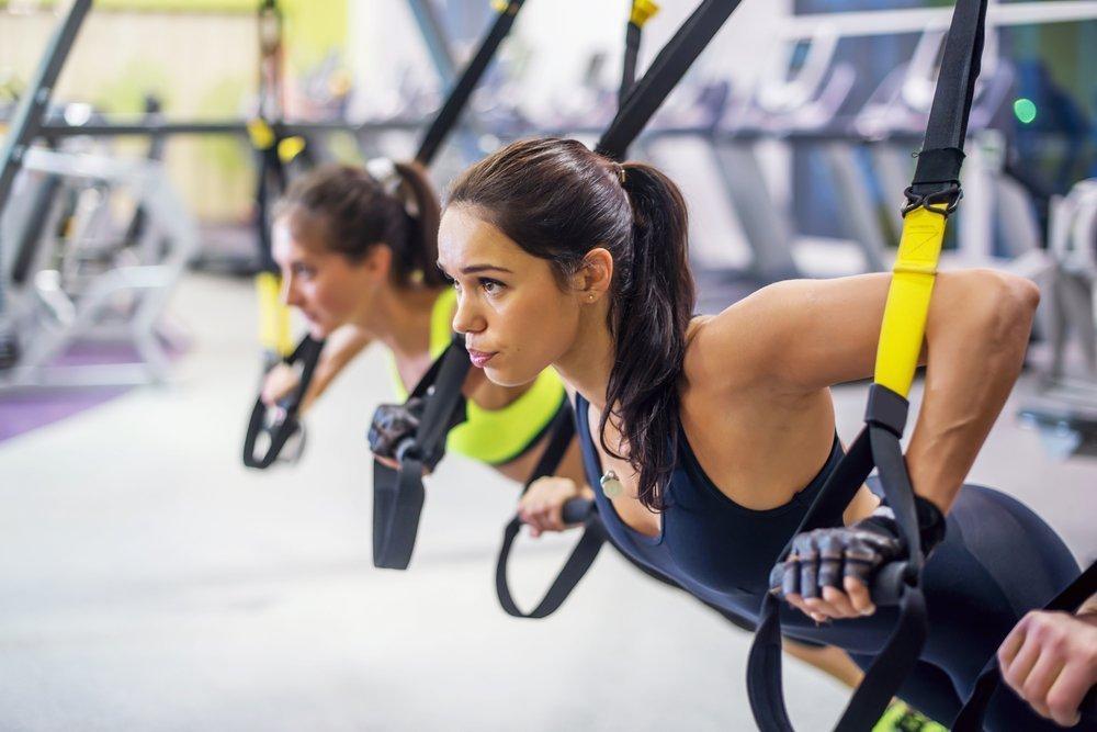 Женский фитнес с эспандером для проблемных зон
