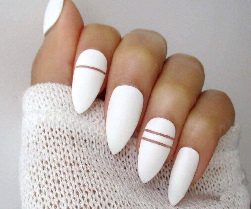 6. Белый маникюр Источник: hair-moda.com