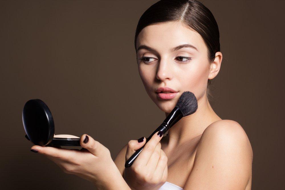 «Закрепите» макияж рассыпчатой пудрой