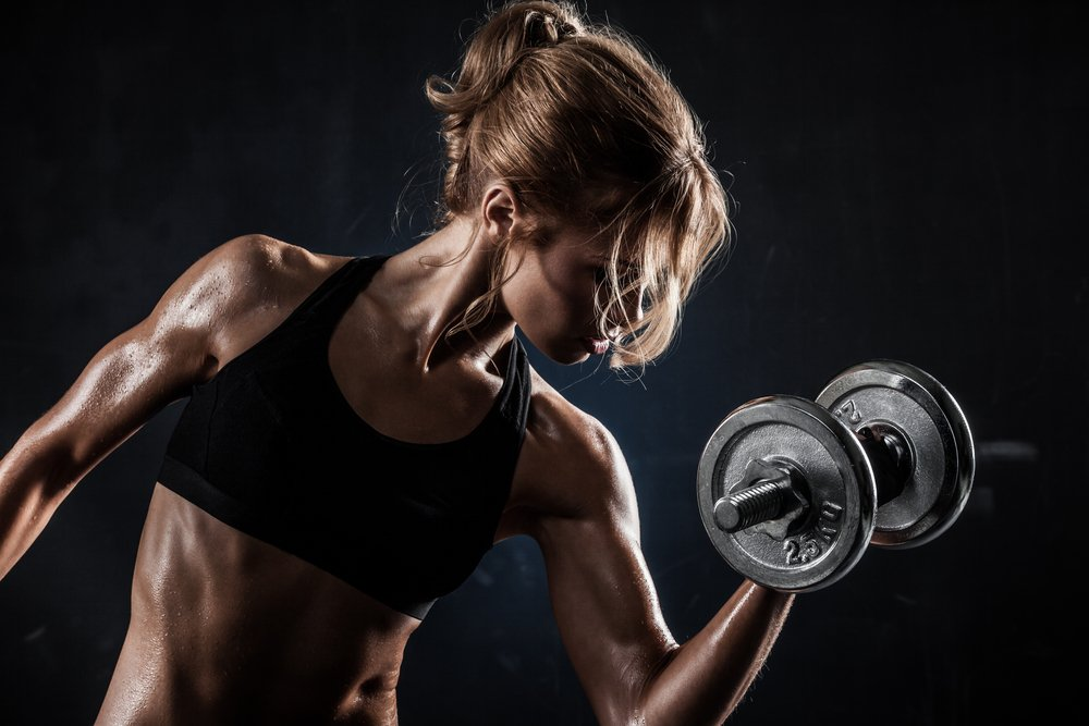 Картинка с фитнеса с гантелями
