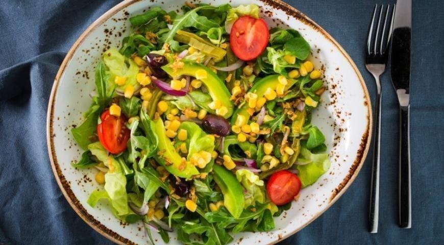 Салат из кукурузы, авокадо и фасоли Источник: yandex.net