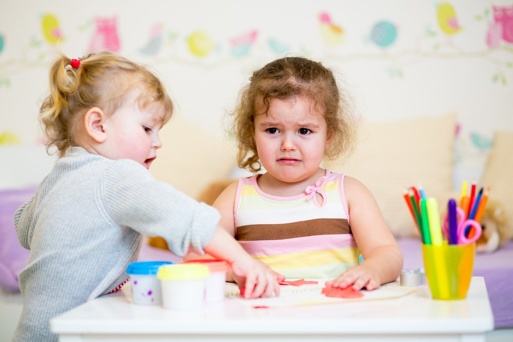 В каком возрасте дети начинают стремиться к выстраиванию дружеских отношений?