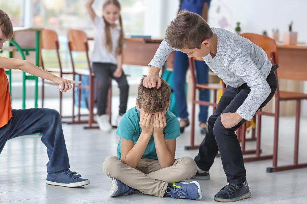 Почему дети часто проявляют агрессию по отношению к сверстникам?