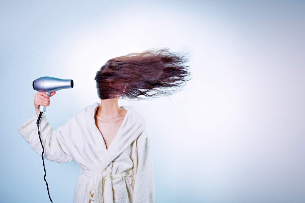 Основные ошибки при сушке волос феном