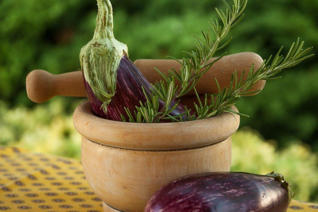 Калории и витамины: польза баклажанов
