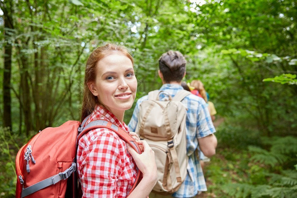 Как не подцепить клеща в лесу?