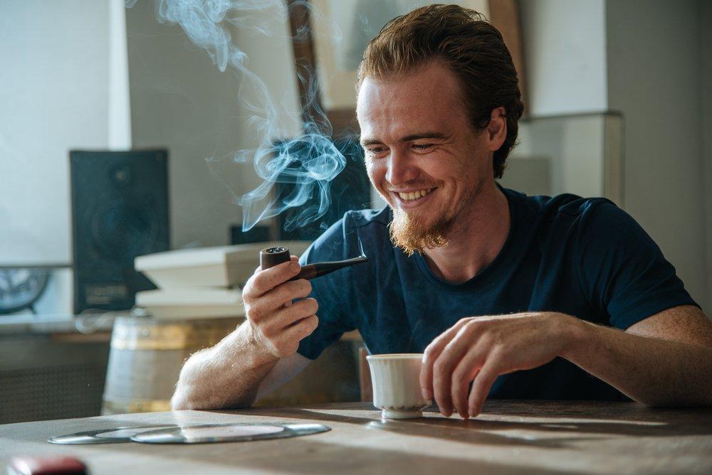 Вредные привычки: избыток кофе и курение